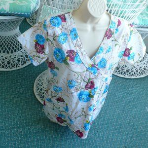 ❤️Scrub Top Delta Floral Size Medium Hospital